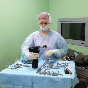 Полина в операционной